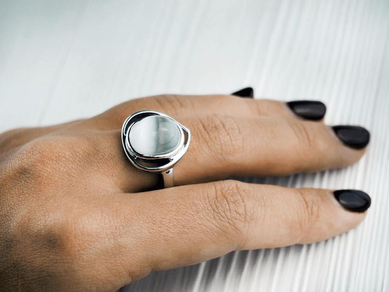Какие кольца не стоит носить женщинам за 50