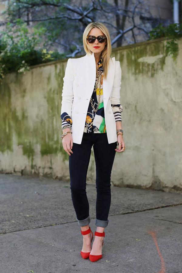 черные джинсы и босоножки
