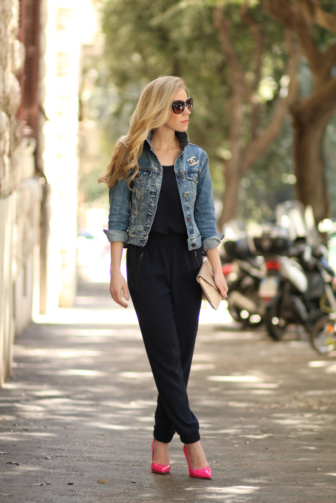 Джинсовка с классическими брюками