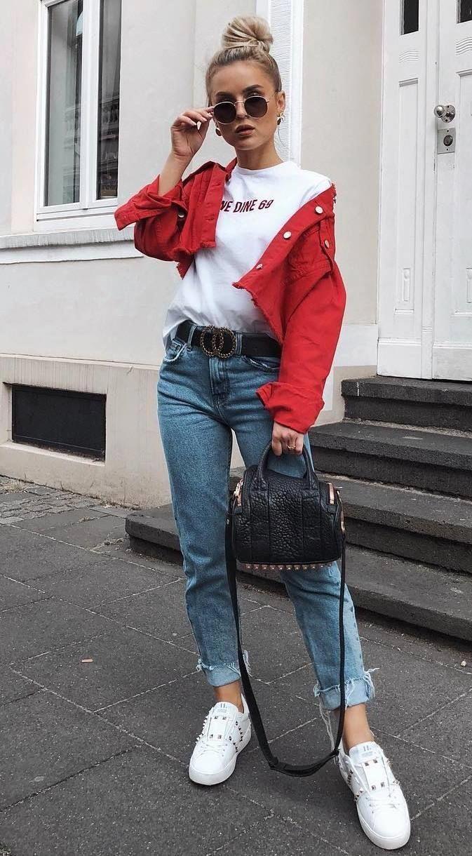 Красная джинсовка