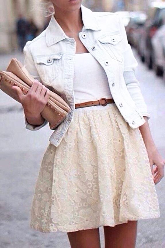 Белая куртка и платье