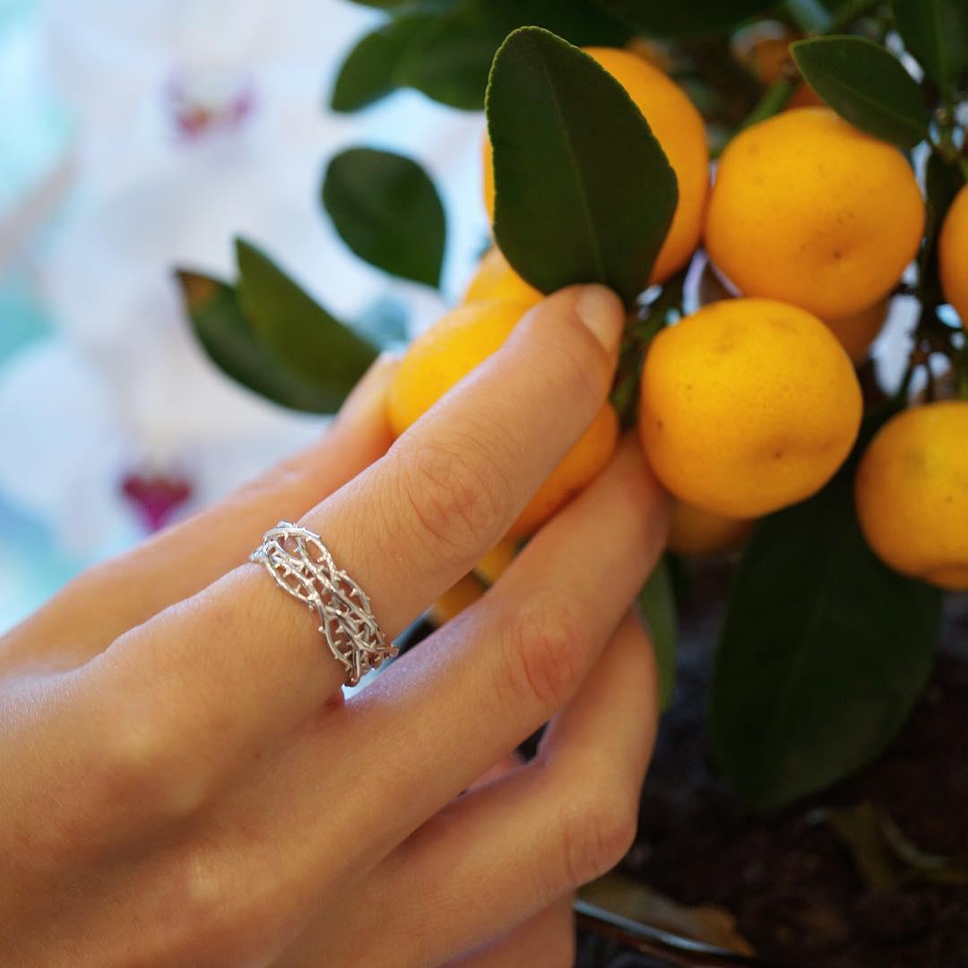 На каком пальце носить кольцо? Символика колец - значение и смысл