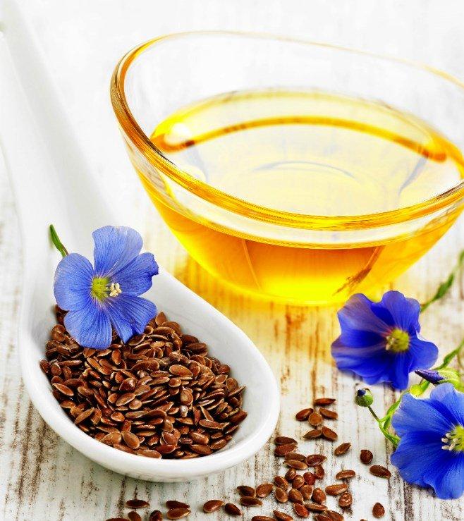 Льняное масло в прозрачной пиале