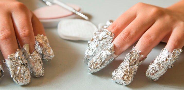 ногти, завёрнутые в фольгу