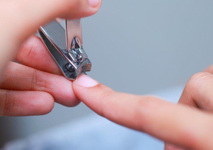 Почему нельзя подстригать ногти вечером и как выбрать лучшее время для этой процедуры