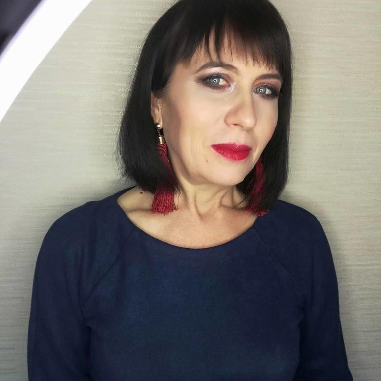 Тонкости макияжа для женщин после 50: как добиться омолаживающего эффекта