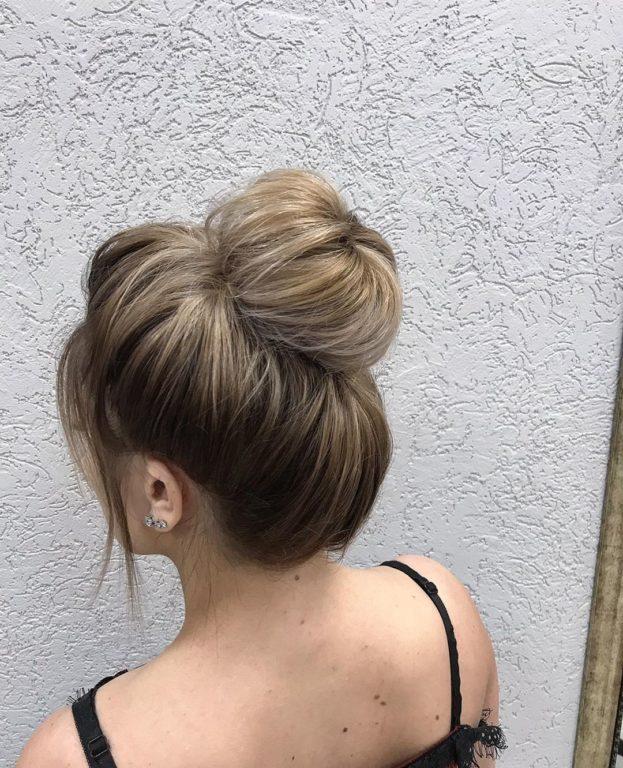 Как быстро сделать красивый пучок на средние волосы