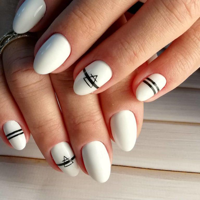 Белый маникюр на короткие ногти, который компенсирует ...