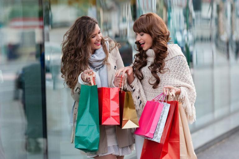 Как не потратить деньги на распродаже впустую: 5 советов стилистов