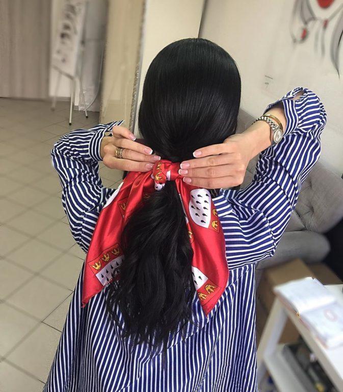 Как дополнить прическу шелковым платком: 4 стильных варианта, которые подойдут каждой