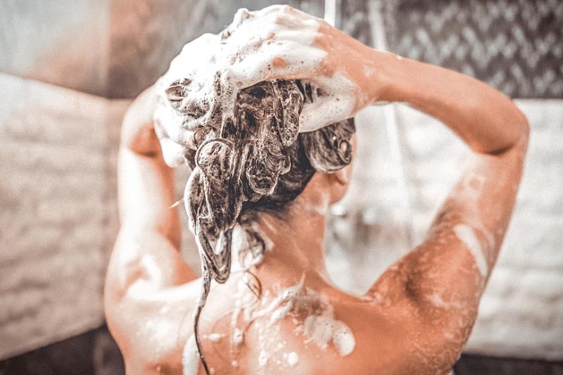 Просто измени порядок: как обратное мытье делает волосы здоровыми