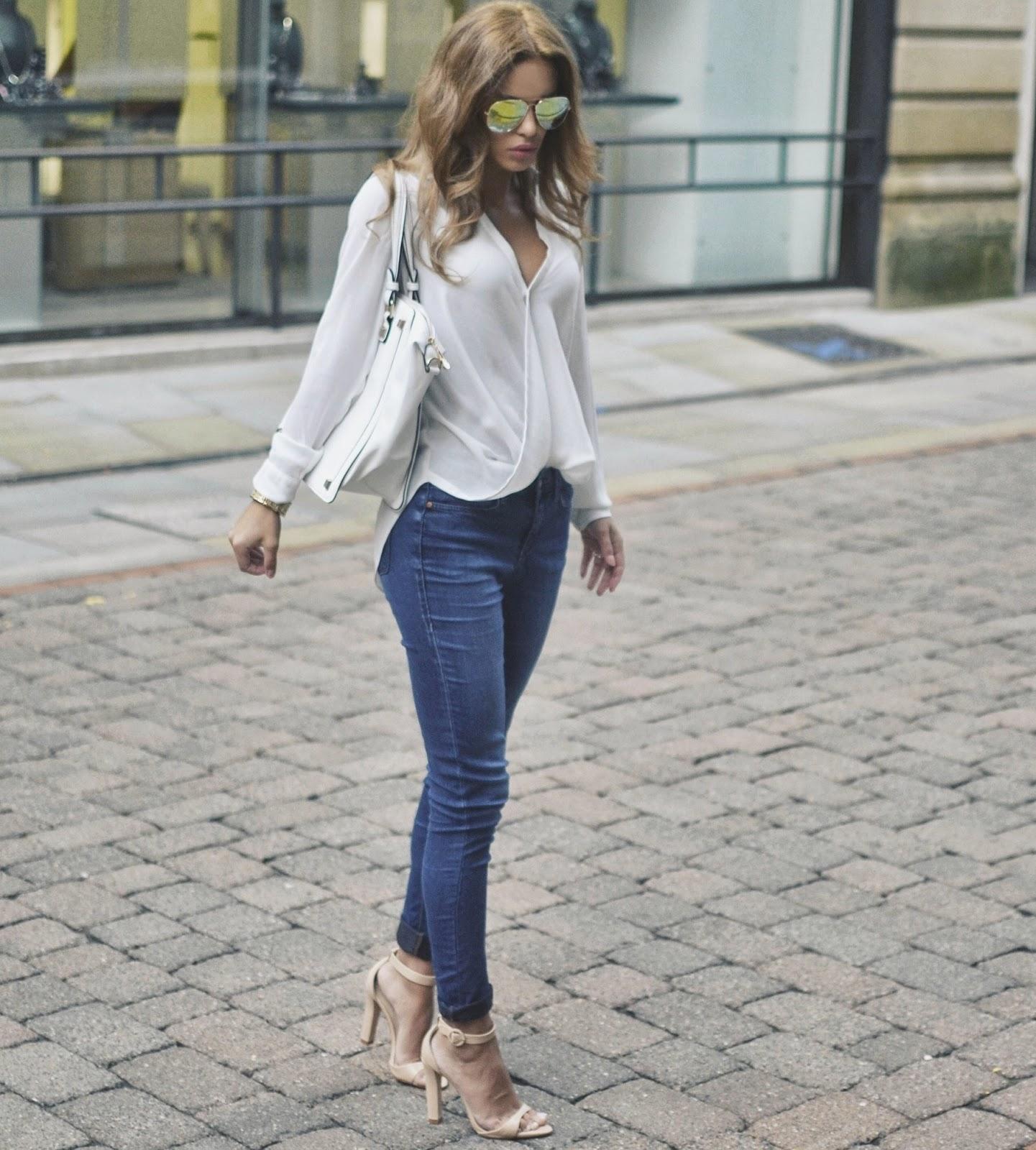 блузка и босоножки