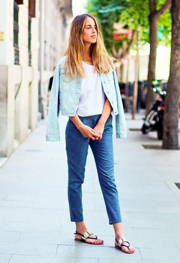 узкие джинсы и босоножки