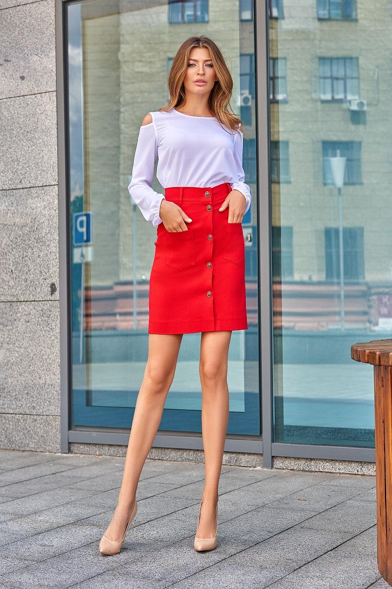 Красная джинсовая юбка