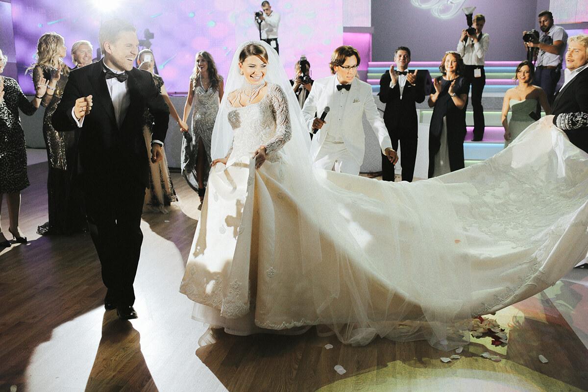 Самые красивые звездные невесты, чьи наряды мир обсуждает до сих пор