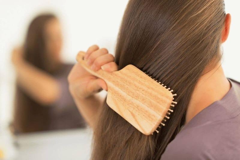 Почему расчесывать волосы ночью — дурная примета